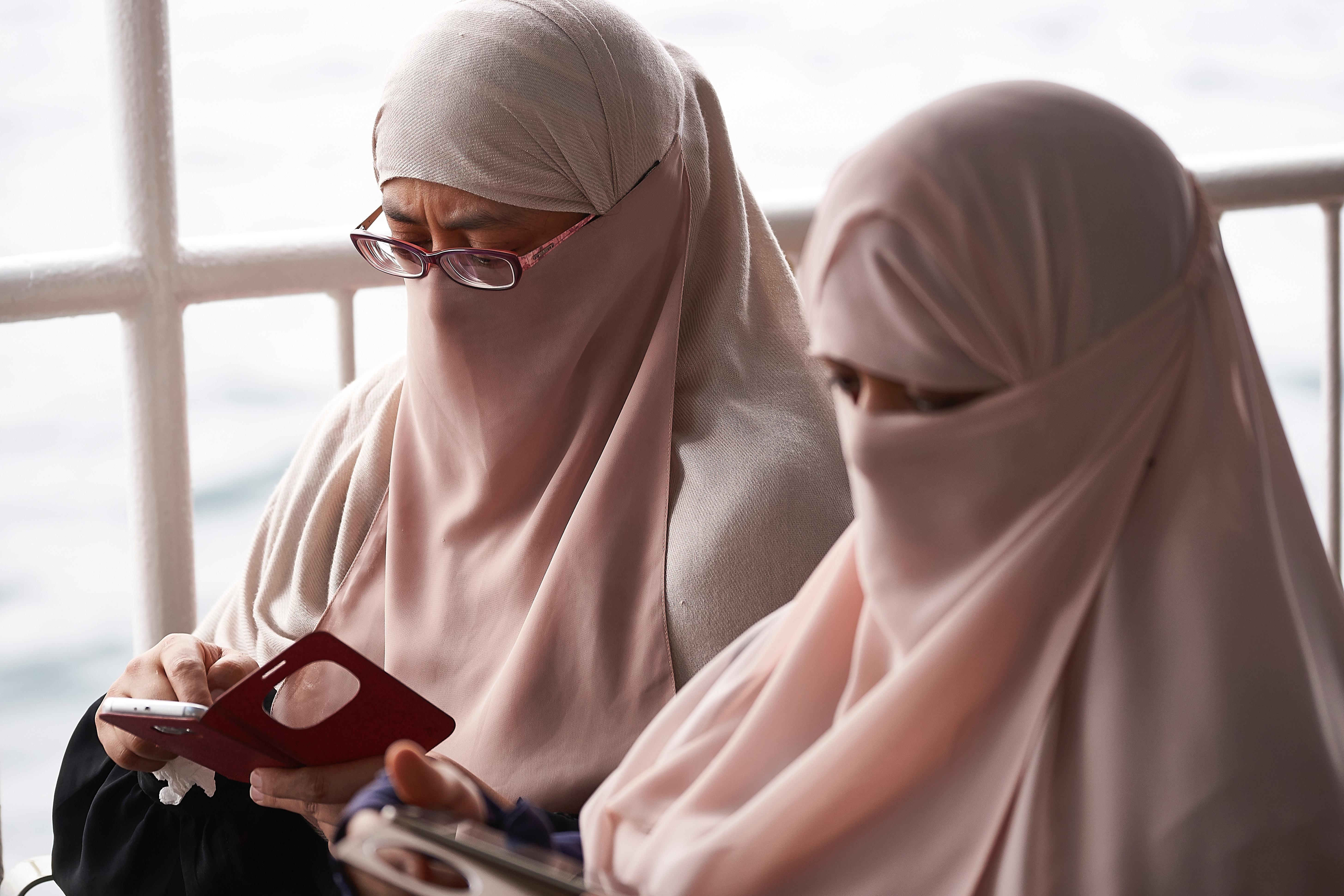 Dating a muslim girl in secret