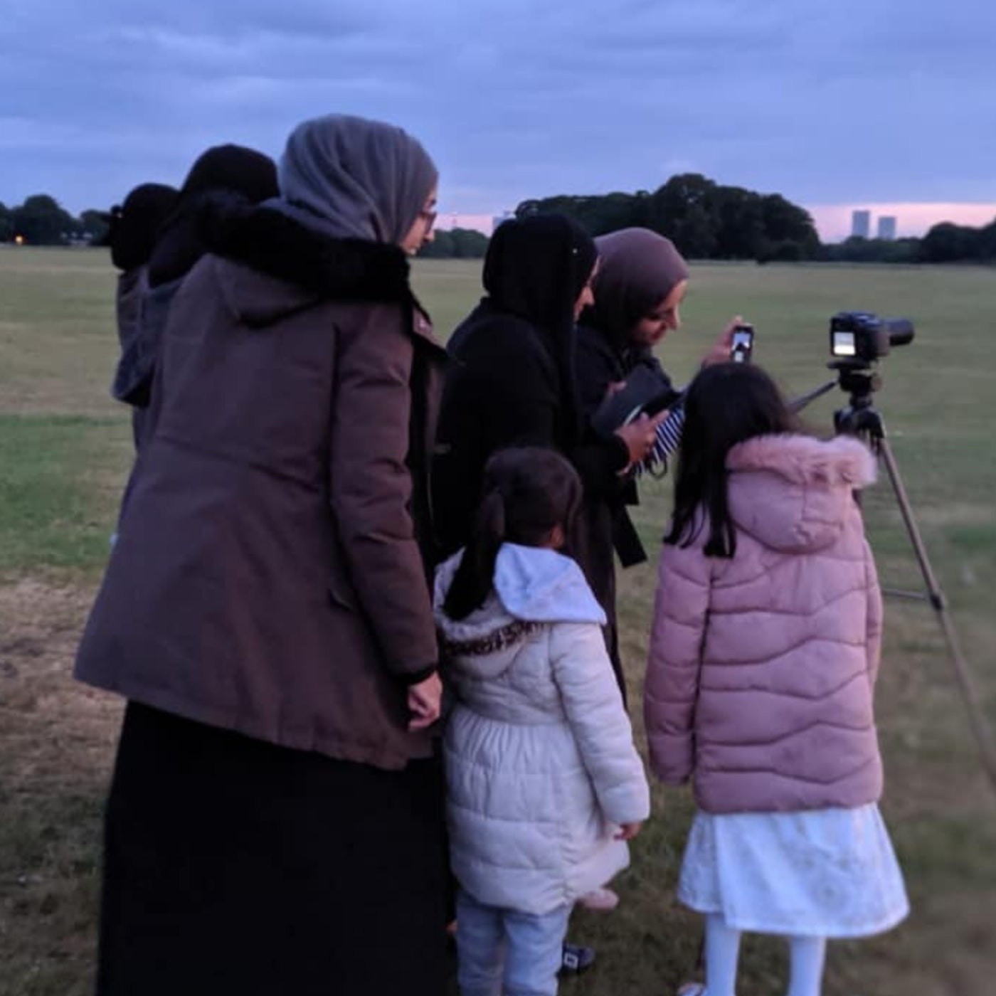 As Many Reject Saudi Arabia's Moon Sighting, This Group Urges the UK